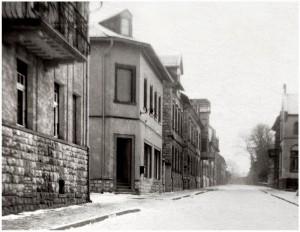 Die Weinhandlung Neumann nach dem Verkauf 1938. Die Schilder sind bereits abmontiert. Quelle: Archiv Weiland